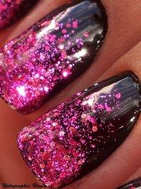 Розовые блестки на черном фоне