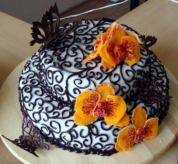 Очень красивая идея для украшения торта: орхидеи и бабочки