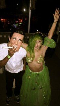 Леди Гага нарядилась Королевой конопли на Хэллоуин