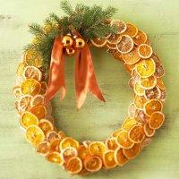 Рождественский венок из высушенных апельсинов