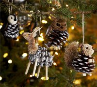 Милые игрушки на елку из шишек