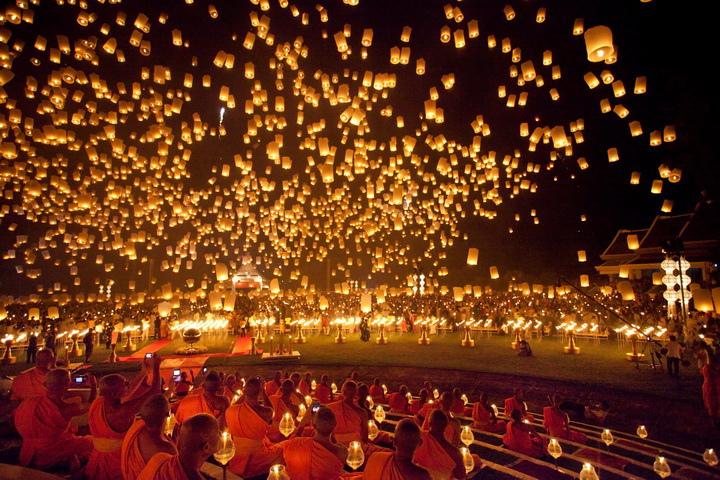 Фестиваль бумажных фонариков в Таиланде