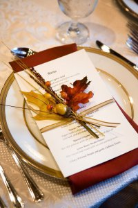 Осенние аксессуары для оформления меню гостей