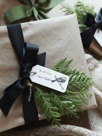 Упаковка подарков: веточка туи