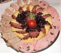 Оформление мясной нарезки: по кругу