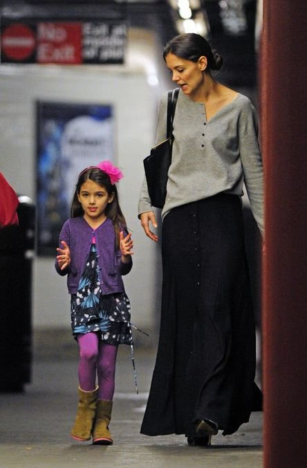 Кэти Холмс с дочерью Сури в метро