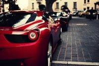 Красный Ferrari