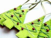 Простые и красивые игрушки на елку из фетра