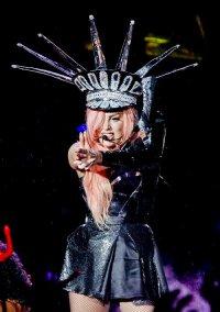 Леди Гага купила 55 вещей Майкла Джексона