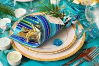 Новогодняя сервировка стола: яркие цвета