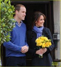 Беременная Кейт Миддлтон с мужем покидают больницу