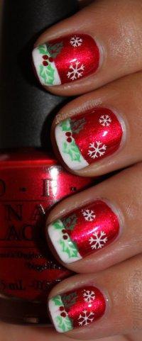 Простой новогодний маникюр на коротких ногтях