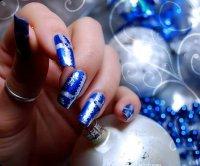 Новогодний маникюр в синей гамме