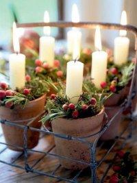 Идея праздничного украшения свечами: свечи в горшочках