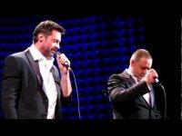 Хью Джекман и Рассел Кроу исполняют номер из фильма «Отверженные»