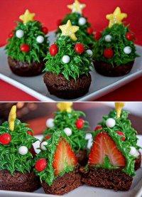 Новогодний клубничный десерт «Елочка»