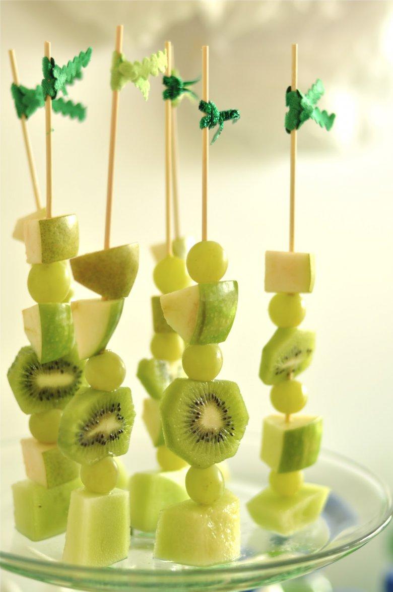 Десерт из зеленых фруктов