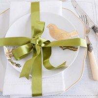 Новогодняя сервировка стола: подарочная сервировка