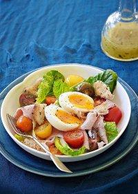 Вкусный салат с ветчиной и яйцами