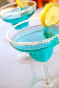 Новогодние коктейли с шампанским: «Синий иней»