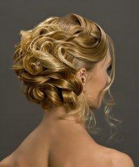 Очень красивая идея для вечерней прически из длинных волос