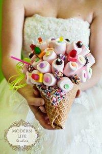 Необычный свадебный букет из конфет