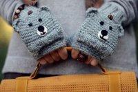 Веселые мишки на ваших руках: оригинальные вязаные митенки