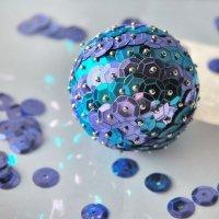 Праздничный новогодний шарик из пайеток