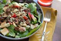 Новогодний салат с грушей и сыром горгонзола