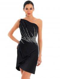 Платье на Новый год 2013:  черный минимализм