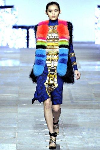 Как в этом сезоне модно носить меховой жилет?