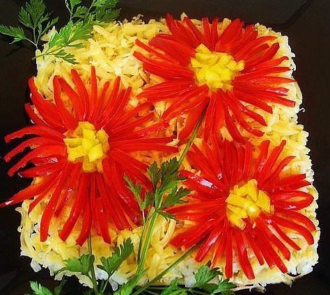 Новогодний салат «Герберы»