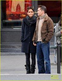 Хэлли Берри и Оливье Мартинес держатся за руки в Париже
