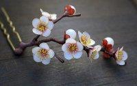 Шпилька для волос канзаши в виде веточки абрикоса