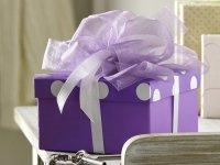 Косметика в подарок: что подарить учителю или няне