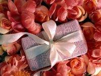 Косметика в подарок: что подарить маме, бабушке и лучшей подруге