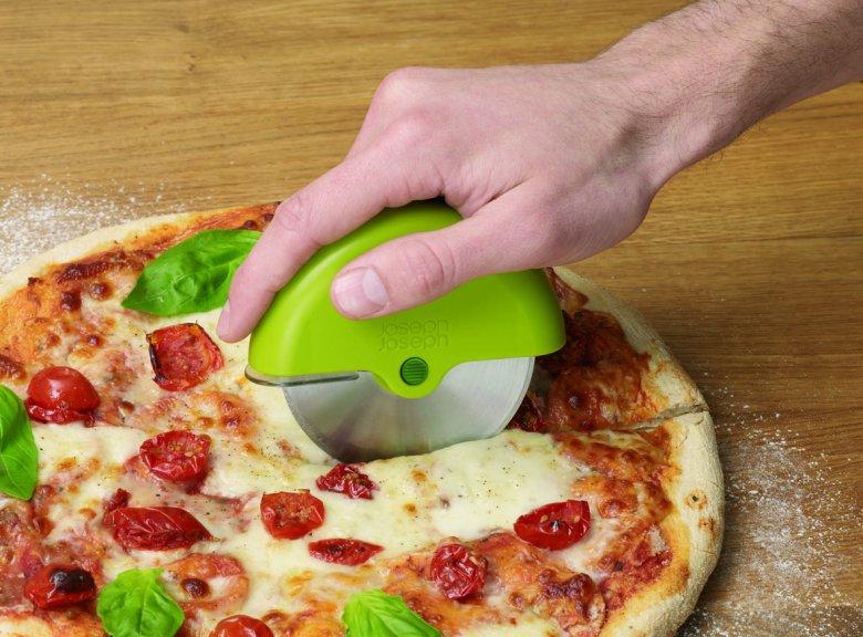 Кухонный инвентарь: дисковый нож для разрезания пиццы, пирогов