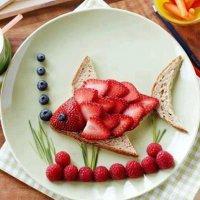 Идея ягодного завтрака для ребенка