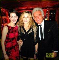 Мадонна и Энн Хэтэуэй на новогодней вечеринке Valentino