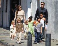 Дети Анджелины Джоли случайно вызвали домой наряд полиции и вертолет