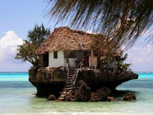 Ресторан на побережье Занзибара