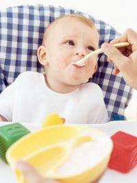 Как вводить твердую пищу в рацион ребенка: 8-12 месяцев