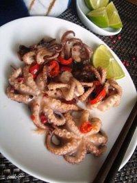 Маленькие осьминоги по-тайски в специях на гриле