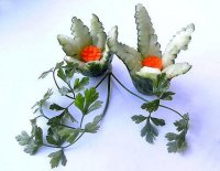 Искусство карвинга: цветочек из огурца и моркови