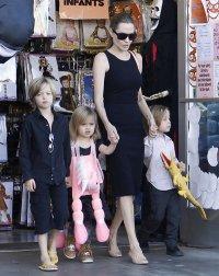 Дети Анджелины Джоли не дают свей маме страдать звездной болезнью