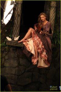 Тейлор Свифт в образе Рапунцель