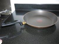 Как чистить сковороду