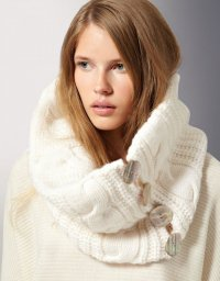 Удобный шарф-хомут