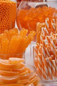 Оранжевый конфетный фуршет