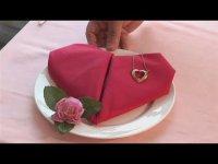 Готовимся ко Дню святого Валентина: салфетка в форме сердца